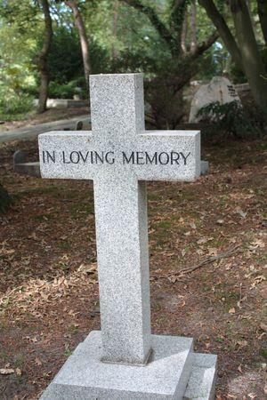 tumbas: L�pida de la Cruz - In loving memory Foto de archivo