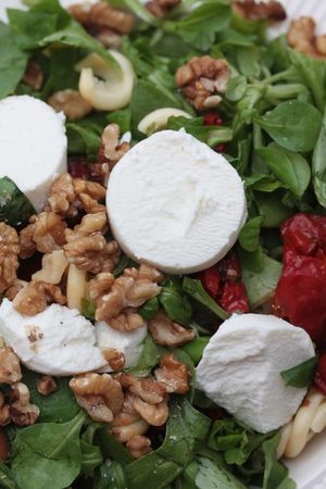 mie noodles: Goat cheese salad with dried tomatoes and walnuts