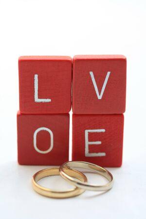 wedding bands: Cartas de amor y bandas de boda