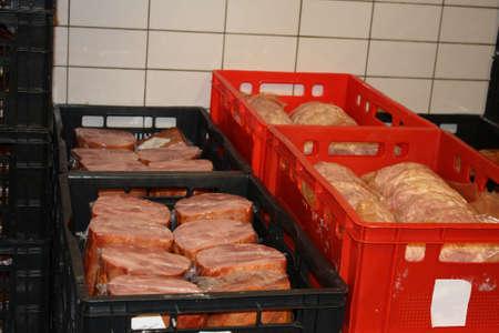 Produkte in die Lagerung in einem kalten Schnitt Fabrik Standard-Bild - 5692701