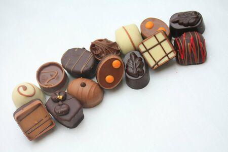 cioccolato natale: cioccolatini di lusso in una fila