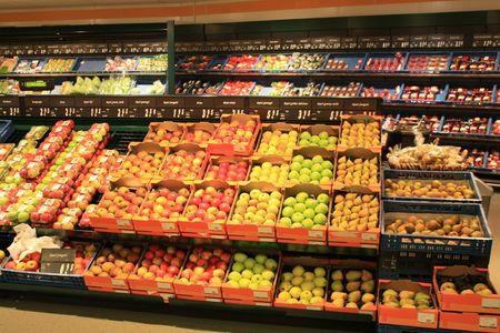 abarrotes: Una visi�n general de una tienda de comestibles del interior Foto de archivo