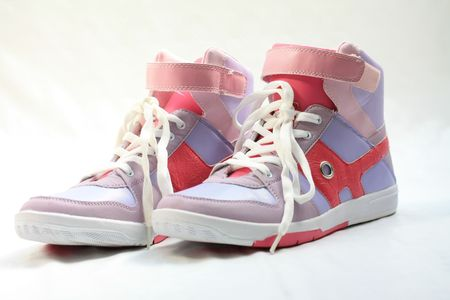 lila: A pair of fashionable sneakers, pink and lila