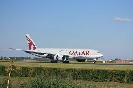 operates: 30-07-2010 Aeroporto di Amsterdam Schiphol, A7-BFB Qatar Airways Cargo Boeing 777-FDZ. Qatar Airways opera da Doha in Qatar 69 destinazioni in tutto il mondo. Questo piano fatto il suo primo volo maggio 2010 29th  Editoriali