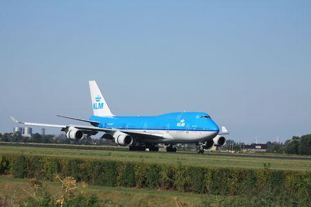 boeing 747: 30-07-2010 Aeroporto Schiphol, KLM Royal Dutch Airlines Boeing 747 � atterrato sulla pista