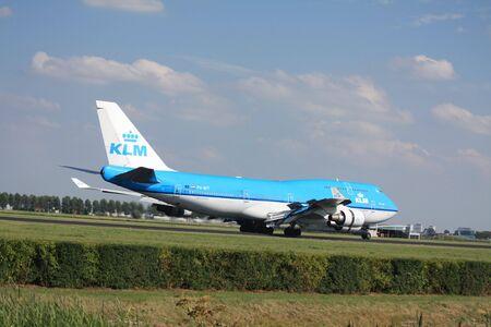 schiphol: 30-07-2010 Amsterdam Airport Schiphol, ph-bft KLM Royal Dutch Airlines Boeing 747 landed on runway