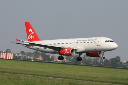 polderbaan: september, 3rd 2011, Amsterdam Schiphol Airport Amsterdam Airlines PH-AAY Airbus A320  landing on Polderbaan. Amsterdam Airlines was a Dutch Airline and went bankrupt on November 22nd 2011 Editorial
