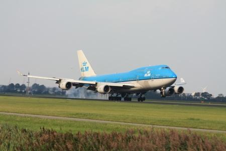 september, 3rd 2011, Amsterdam Schiphol Airport PH-BFR - KLM Boeing 747-400 landing on Polderbaan