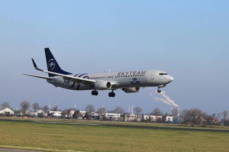 October, 22nd 2011, Amsterdam Schiphol Airport PH-BXO - Boeing 737-9K2 - KLM (SkyTeam livery)  landing on Polderbaan Stock Photo - 11719952
