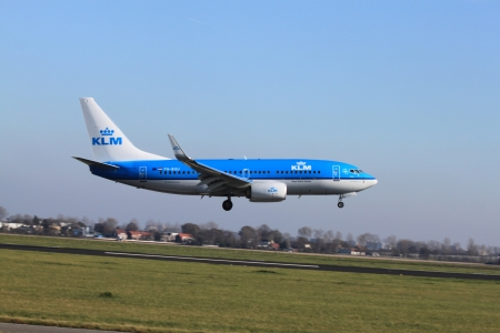 gen: October, 22nd 2011, Amsterdam Schiphol Airport KLM PH-BGU (Boeing 737 Next Gen landing on Polderbaan