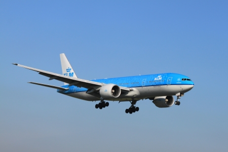 polderbaan: October, 22nd 2011, Amsterdam Schiphol Airport - PH-BQP KLM Royal Dutch Airlines Boeing 777-206 Delft Blue livery landing on Polderbaan
