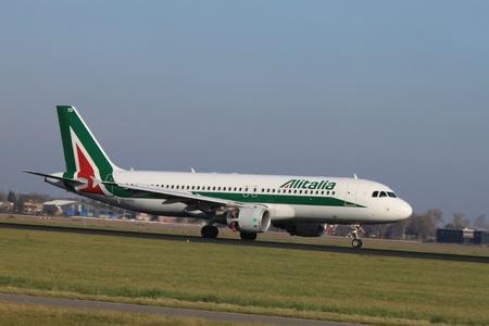 schiphol: October, 22nd 2011, Amsterdam Schiphol Airport - EI-DTD - Alitalia - Airbus A320-216  landing on Polderbaan