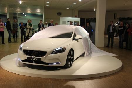 31 marzo Beesd Presentazione Paesi Bassi nuova Volvo V40, auto bianche in mostra nello showroom Archivio Fotografico - 13021604