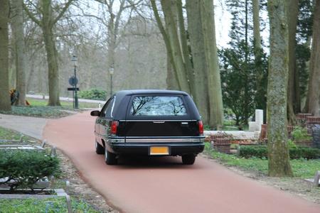 低速運転森林墓地、黒い霊柩車