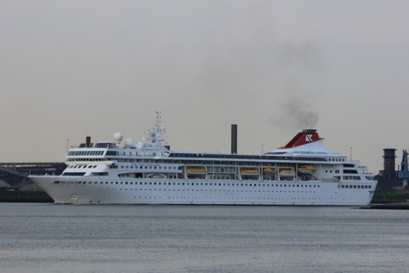 May 7th, 2012 Velsen, the Netherlands. Braemar in IJmuiden. The Braemar is a 639ft long cruiseship, built in 1993, owned by Fred Olsen Cruise Lines Stock Photo - 13575676
