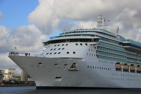 cruiseship: 12 de Mayo 2012 IJmuiden, Pa�ses Bajos, Brilliance of the Seas. El Brilliance of the Seas es un buque de crucero 961.9ft de largo, construido en 2002, pertenece y es operado por Royal Caribbean International.