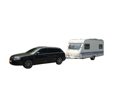 Middlesized Auto und Wohnwagen Kombination, bereit, für einen Urlaub verlassen, isoliert