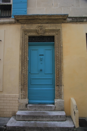 Big frontdoor of a Provencal house in France Stock Photo - 14138424