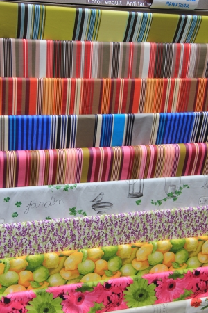 provencal: Tablecloths in typical provencal patterns