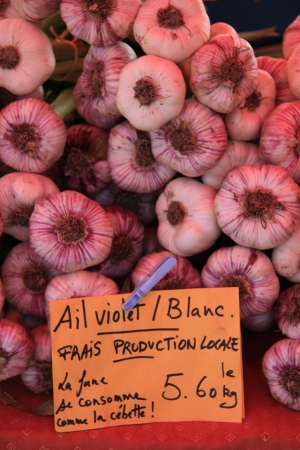 bedoin: Fresh garlic on a french market in the Provence