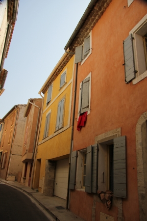 bedoin: Colored houses with plastered facades in Bedoin, France Stock Photo