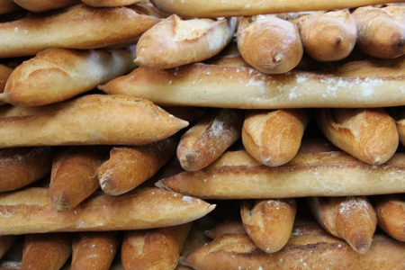 Fresh baguettes, tradiotional French bread at a market in France Standard-Bild