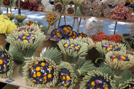 dried flower arrangement: Dried lavender and wheat bouquets, for sale at a local market in the Provence, France Stock Photo