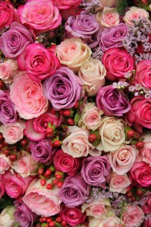 結婚式の花: 様々 なパステル色のバラ