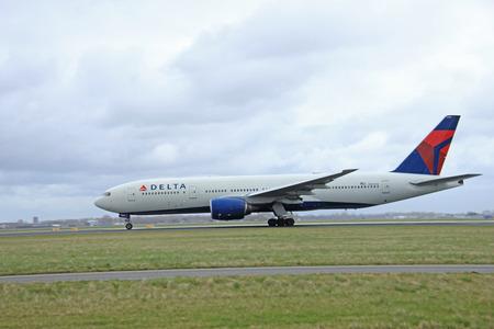 schiphol: March, 27th 2015, Amsterdam Schiphol Airport N864DA Delta Air Lines Boeing 777-232(ER)  Polderbaan Runway