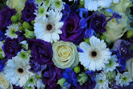 Gelb Weiss Und Rosa Braut Anordnung Gemischten Blumen Lizenzfreie