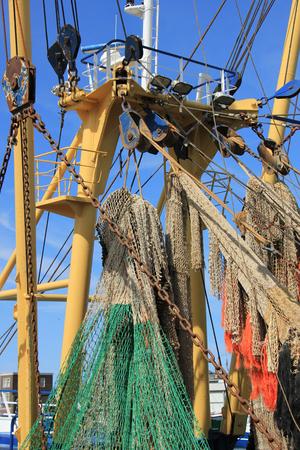 redes de pesca: Redes de pesca en un medio de arrastre de tamaño