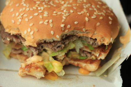 nutricion: Hamburger on a bun in a carton box