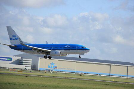 klm: Amsterdam, The Netherlands, april 11, 2015: PH-BGI KLM Royal Dutch Airlines Boeing 737-700  approaching runway 09-27 Buitenveldert