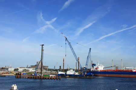 ijmuiden: Ijmuiden, september 10th, 2016: the world?s largest sea lock under construction. Once completed, The new lock will be 500 metres long, 70 metres wide and 18 metres deep.