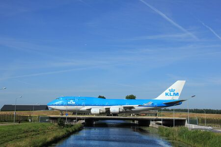 boeing 747: Amsterdam, the Netherlands - June 9th 2016: PH-BFR KLM Royal Dutch Airlines Boeing 747, taxiing to Polderbaan runway Schiphol, destination Hong Kong Editoriali