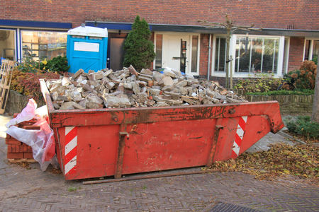 Loaded dumpster near a construction site, home renovation Stock fotó - 70999941