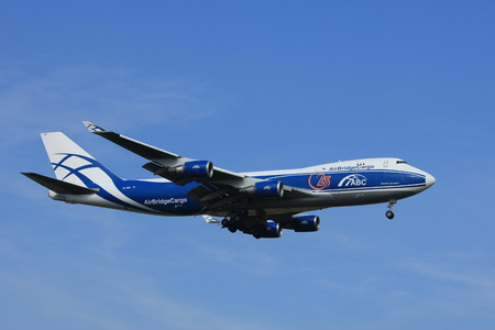 boeing 747: Amsterdam, the Netherlands - July 21st 2016:VQ-BHE AirBridgeCargo Boeing 747, approaching Polderbaan runway at Schiphol Amsterdam Airport, arriving from Moscow, Russia Editoriali