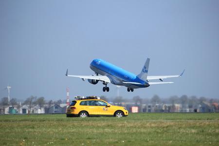 Amsterdam Nederland - 2 april 2017: start vanaf de Polderbaanbaan, Amsterdam Airport Schiphol