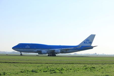 Amsterdam the Netherlands - April 2nd, 2017: PH-BFF KLM Royal Dutch Airlines Boeing 747-406 takeoff from Polderbaan runway, Amsterdam Airport Schiphol Редакционное