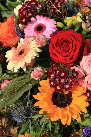 mixed marriage: Mixed flower arrangement: various flowers in different colors for a wedding