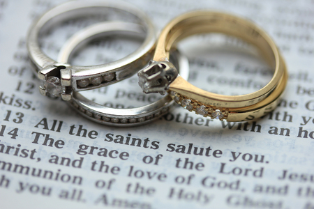 Two wedding sets, one in yellow gold, one in white gold for a double bride wedding on a bible verse Stock Photo