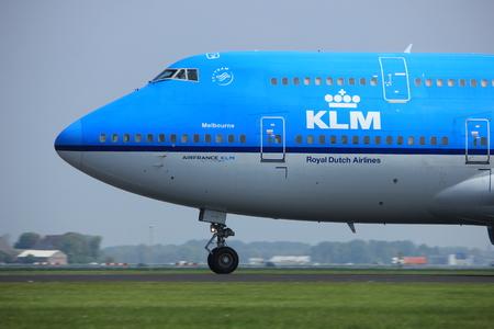 boeing 747: Amsterdam i Paesi Bassi - 6 maggio 2017: PH-BFE KLM Boeing 747 decollo dalla pista di Polderbaan, aeroporto di Amsterdam Schiphol, città di Melbourne