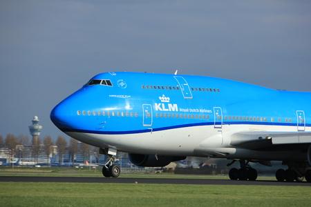 Amsterdam, Nederland - 7 april 2017: PH-BFT KLM Royal Dutch Airlines Boeing 747-400M Uitstappen van de stad Tokio vanaf de Polderbaan, Amsterdam Airport Schiphol