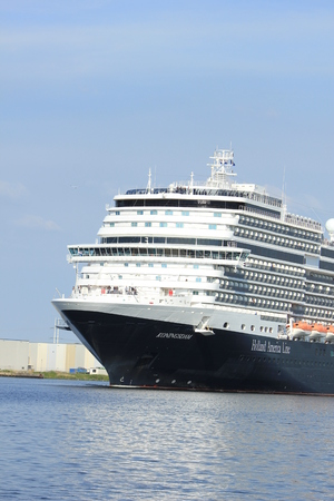 Velsen, the Netherlands - May, 21st 2017: MS Koningsdam, Holland America Line in North Sea Canal. Banco de Imagens - 86346090