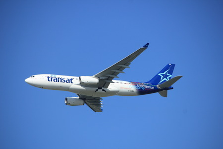 Amsterdam, Pays-Bas - 23 septembre 2017: Décollage de l'A330-200 C-GUBC Air Transat depuis la piste de Kaagbaan, aéroport d'Amsterdam-Schiphol Éditoriale