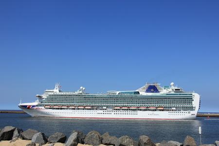 IJmuiden, the Netherlands -April 29th, 2017:   Ventura P & O Cruises leaving IJmuiden Stok Fotoğraf - 91156737