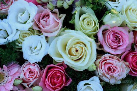 Flower decorations for a wedding: mixed flowers in pink and white