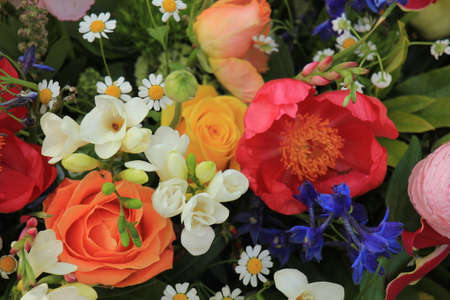 Mixed spring bouquet in various bright colors Standard-Bild
