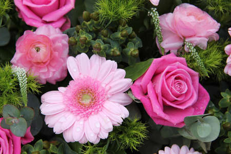 Bridal decorations: roses and gerberas in pink and green decorations