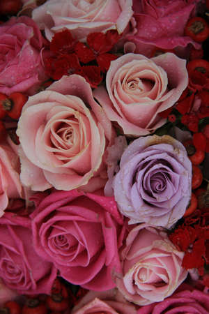 Bridal flower arrangement in various shades of pink and purple, mixed with red berries Standard-Bild